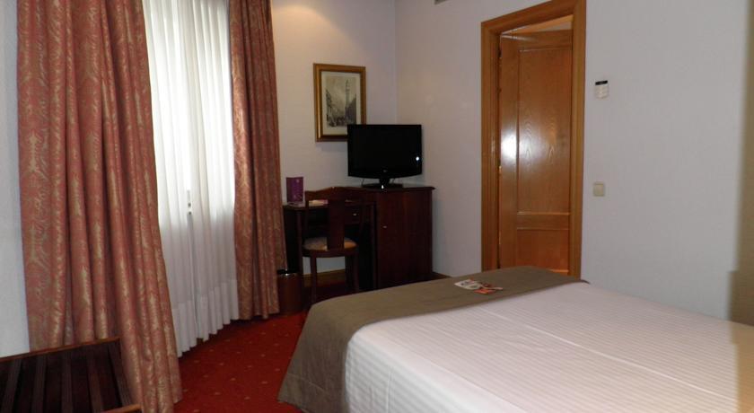 AYRE HOTEL RAMIRO I,